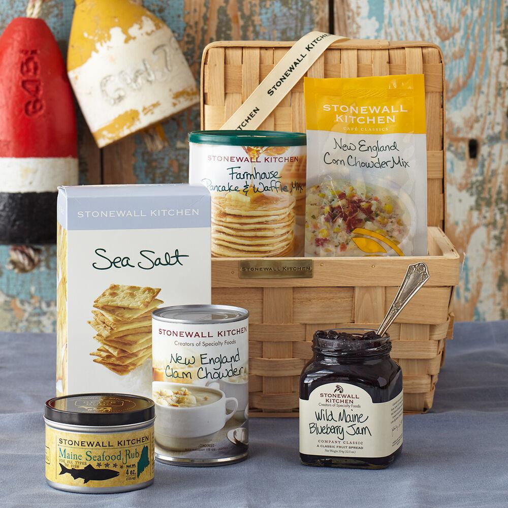 Taste of Maine Gift Basket image number 0