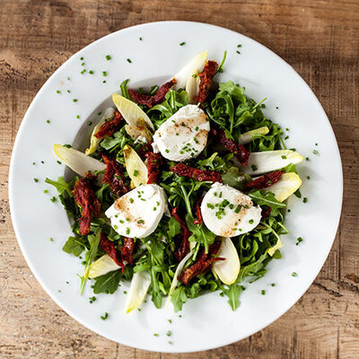 Salad with Arugula, Goat Cheese and Sun-Dried Tomatoes
