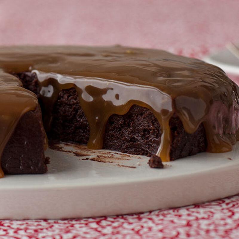 """Flourless Chocolate """"Turtle"""" Cake"""